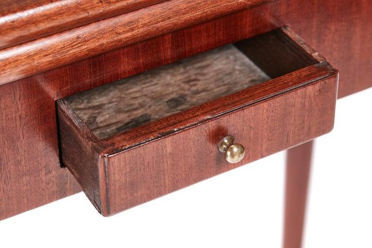 European 18th Century Mahogany Tea or Side Table For Sale