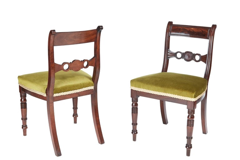 Fine set of six Regency mahogany dining chairs, with a shaped reeded top rail, shaped reeded centre splat, lovely turned legs to the front outswept back legs Newly re-upholstered Fantastic color and condition Measures: 19
