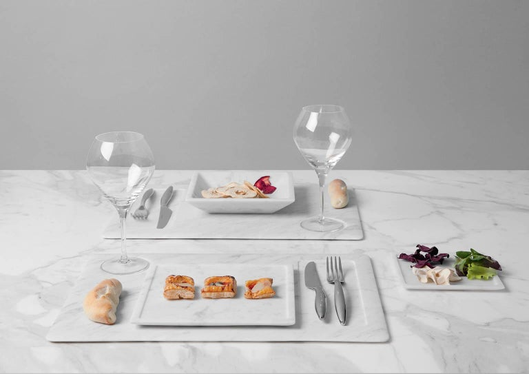 Having abandoned soft and linear shapes, Studioformart has considered a rational and perfectly functional dining set. Soup plate, dinner plate and dessert plate, Square is a declaration of intent: square, even shapes, honest through the purity and