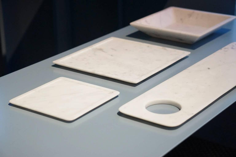 Modern Dish in White Carrara Marble by Studioformart, Italy For Sale