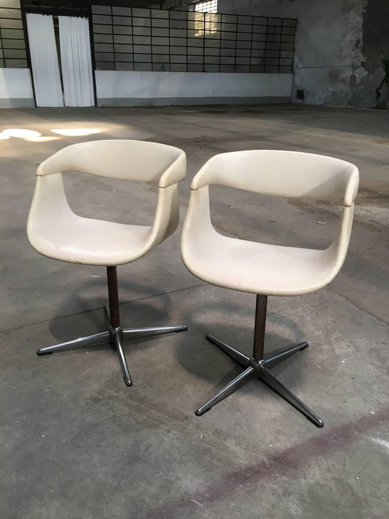 Mid-20th Century Pair of Italian Swivel Chairs with Eco Leather from 1960s For Sale