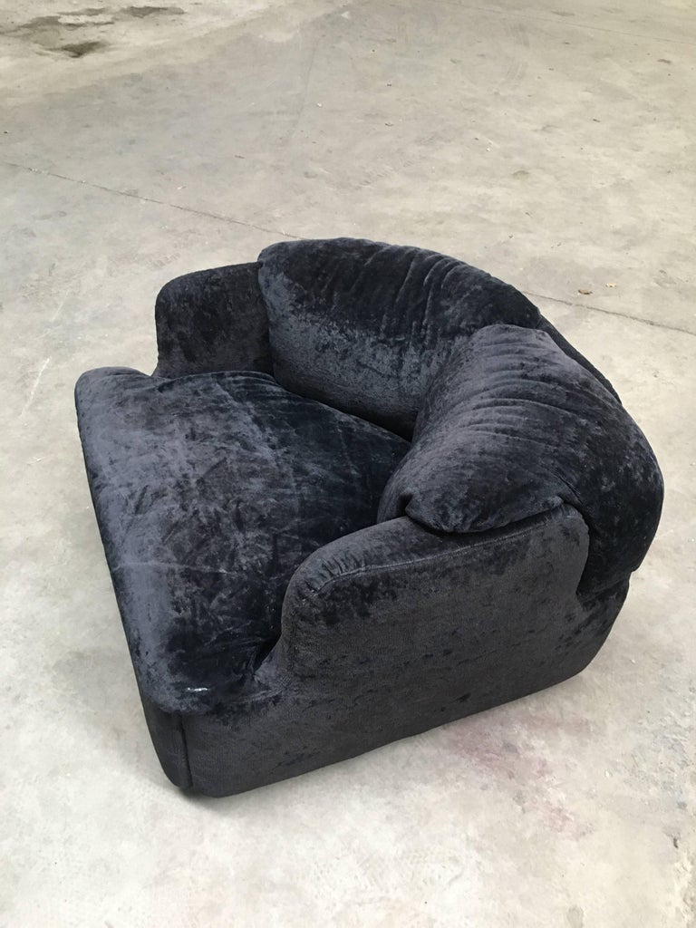 Italian Confidential Armchair by Alberto Rosselli for Saporiti, Early 1970s In Excellent Condition For Sale In Prato, IT