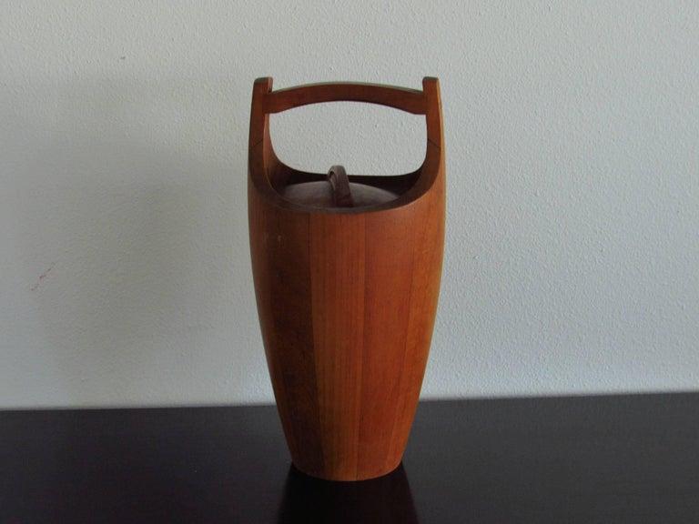 Jens Quistgaard Iconic Teak Ice Bucket for Dansk, 1958 In Good Condition For Sale In Surprise, AZ