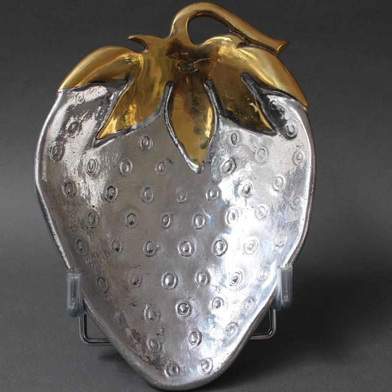 Decorative brass and aluminium strawberry-shaped tray in the style of David Marshall. This modernist tray is elegant, stylish and completely unique making it a real conversation piece. The tray is very weighty, polished to a shine with a single