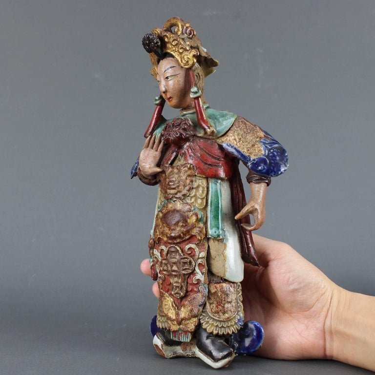 Set of Two 19th Century Chinese Earthenware Decorative Wall-Hanging Figures In Fair Condition For Sale In London, GB