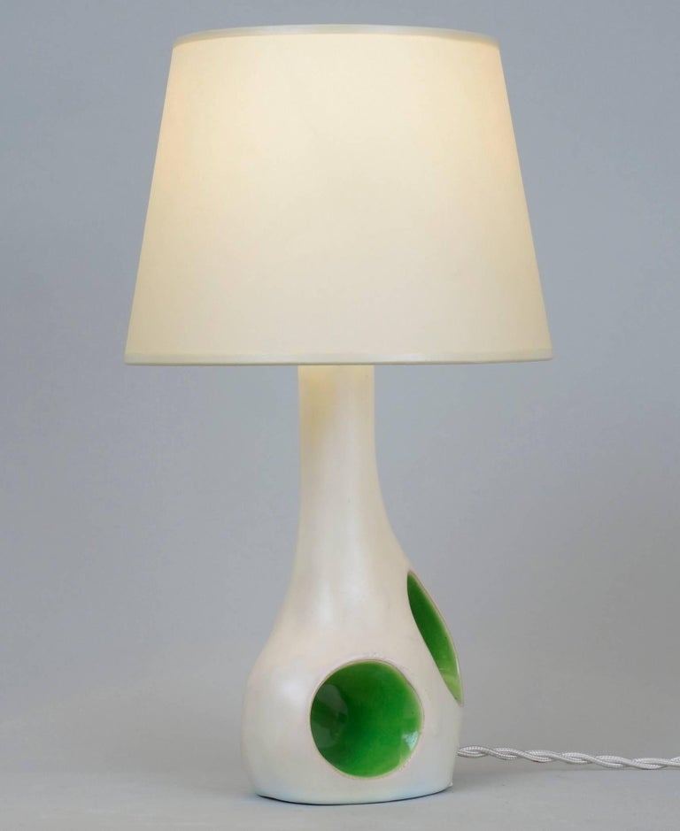 French 1970 White and Green Ceramic Table Lamp For Sale