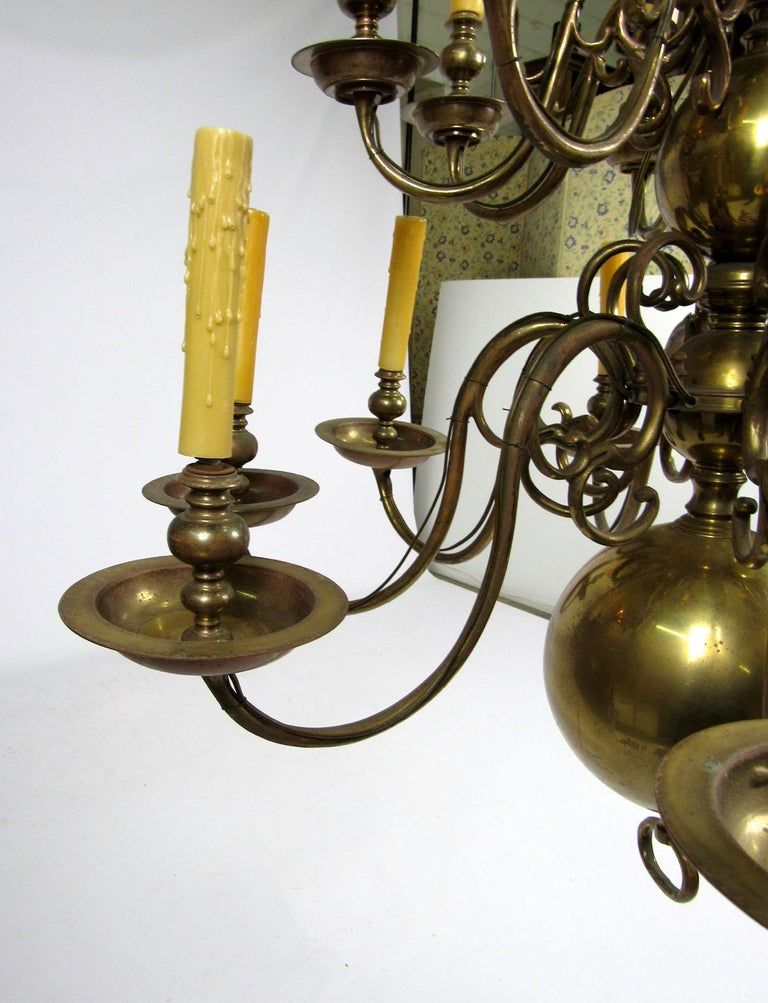 Early 20th Century Dutch Brass Two-Tier Chandelier For Sale 3