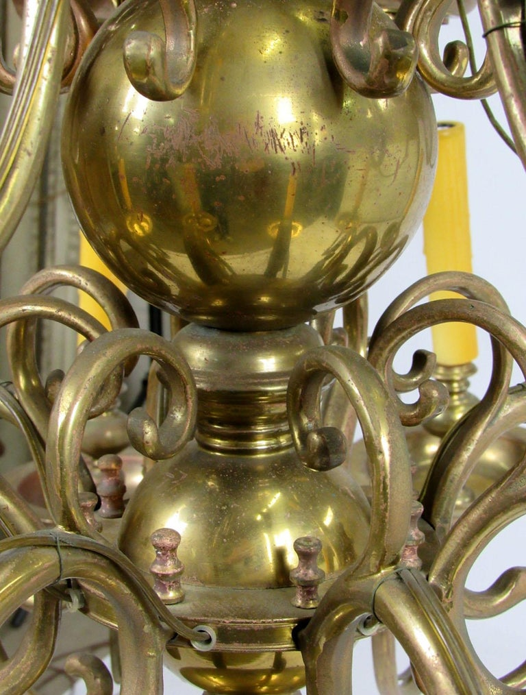 Early 20th Century Dutch Brass Two-Tier Chandelier For Sale 7