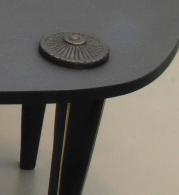 The piece is composed of two triangular tables.