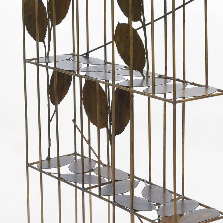 Composed of bronze branches, the leaves are held by brass rods. Each piece is unique.