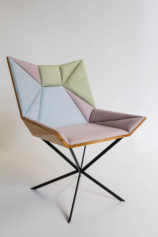 Yvy is a chair like no other. With a modern and fabulous design, this chair is ready to become a unique piece in your home. It features a shape that allows you to consider it more than a simple chair, a real throne. It resembles an opened flower or