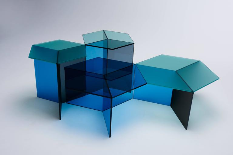The Isom side tables create intriguing optical illusions, conjuring images of isometric cubes when viewed from certain angles. This effect is created through the CNC processing of traditional plate glass combined with a millimetre-precise bonding