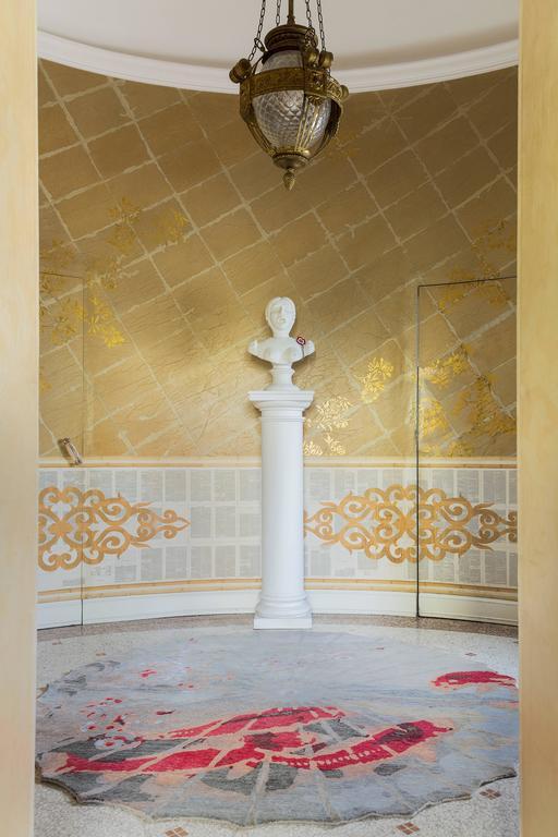 Handgefertigter Teppich mit Koi-Muster von Vito Nesta 2