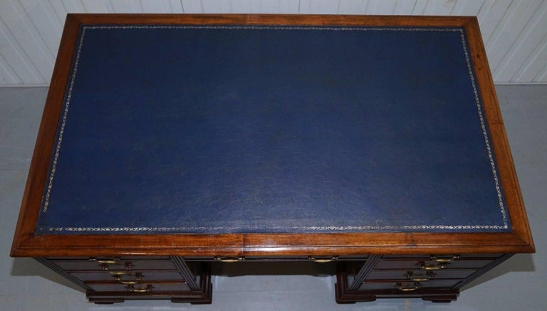 Original Double Sided Twin Pedestal Victorian Mahogany Partner Desk In Fair Condition For Sale In London, GB