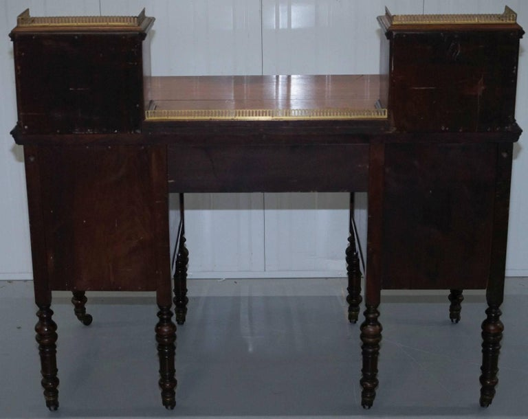 James Jas Shoolbred & Co Victorian Mahogany Desk, circa 1850 For Sale 1