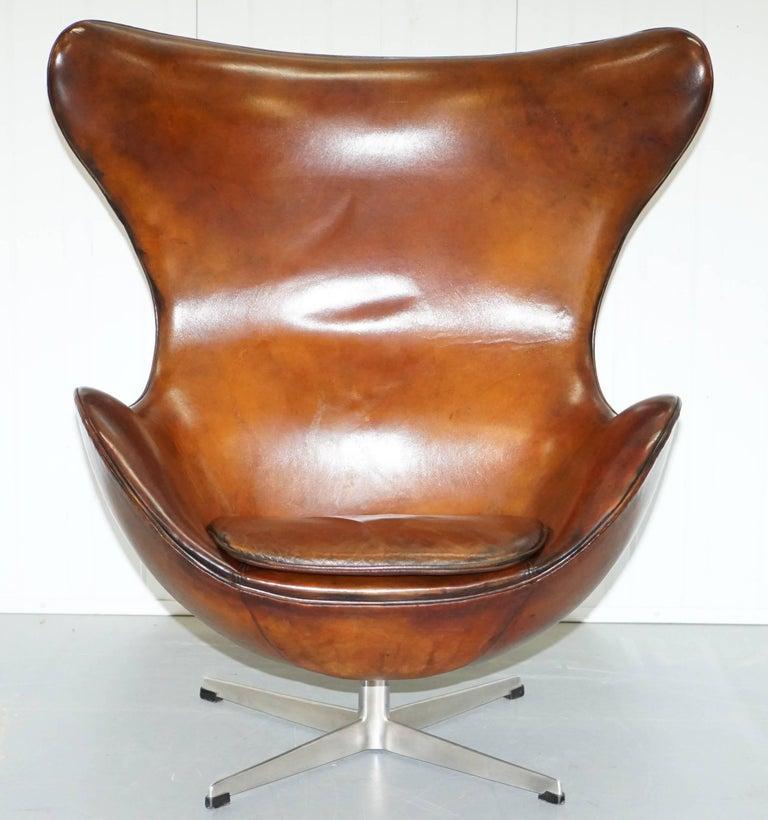 original stamped fritz hansen egg chair arne jacobsen vintage brown leather at 1stdibs. Black Bedroom Furniture Sets. Home Design Ideas