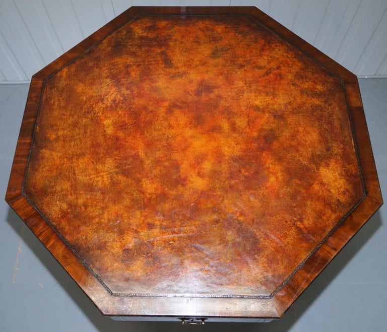 We are delighted to offer for sale this absolutely stunning Regency period circa 1820 octagonal drum table with serial number stamped drawer