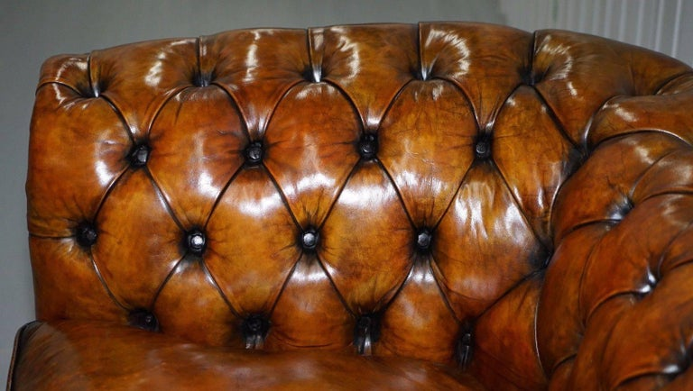 Fully Restored Victorian Chesterfield Brown Leather Club Sofa Claw and Ball Feet In Excellent Condition For Sale In London, GB