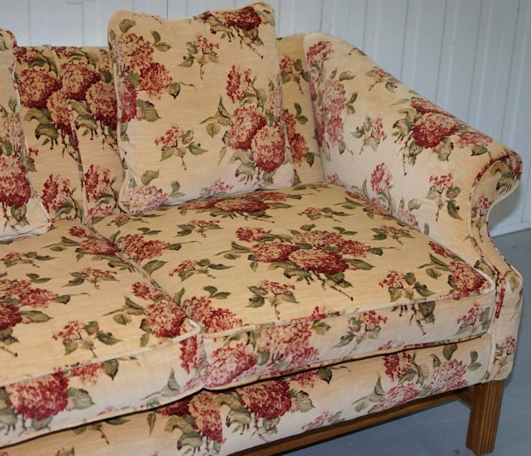 Regency Chippendale Style Camel Back Humpback Floral Upholstery Large Sofa In Excellent Condition For Sale In London, GB