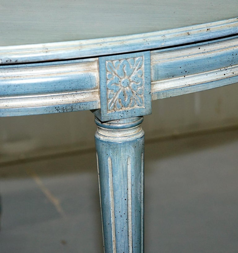 Victorian Lovely Vintage Blue Round Dining Occasional Centre Table to Seat Four People For Sale