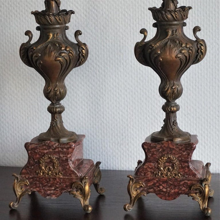 19th Century Pair of Tall Classical Bronze Urn Candleholders on Red Marble Base In Good Condition For Sale In Frankfurt am Main, DE