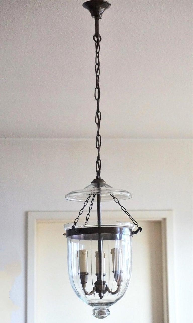 Cut Glass Bell Jar Lantern, England, circa 1930-1939 In Good Condition For Sale In Frankfurt am Main, DE