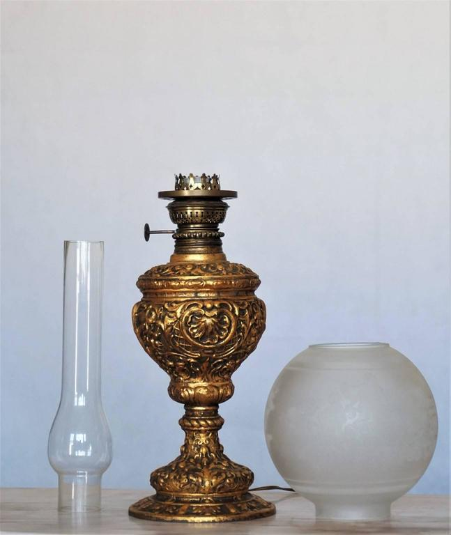 19th Century High Relief Gild Bronze Oil Lamp Converted to Electric Table Lamp In Good Condition For Sale In Frankfurt am Main, DE
