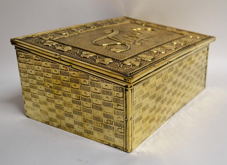 Antique English Brass Slipper Box In Good Condition For Sale In New Orleans, LA