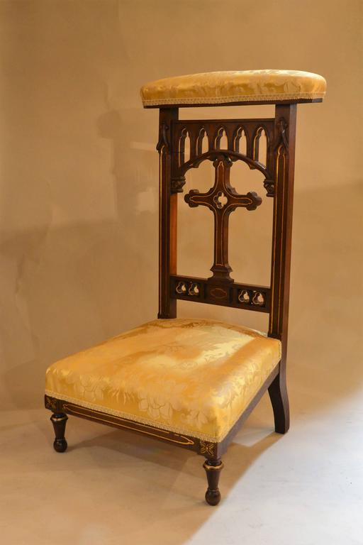 Antique French walnut prie dieu prayer chair, circa 19th century. - Antique French Walnut Prie Dieu Prayer Chair At 1stdibs