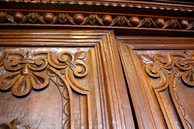 Italian Baroque Carved Walnut Cupboard, 17th Century For Sale 1