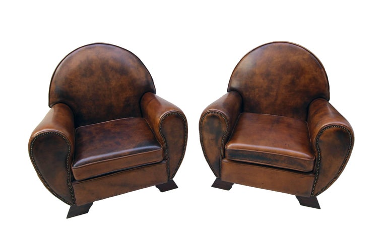 This club set, consisting of two club chairs and a club sofa, is covered with hand-patinated sheep leather. The sofa dimensions are below, and the chairs measure height 95, width 90, depth 87, and seat height 42 cm.