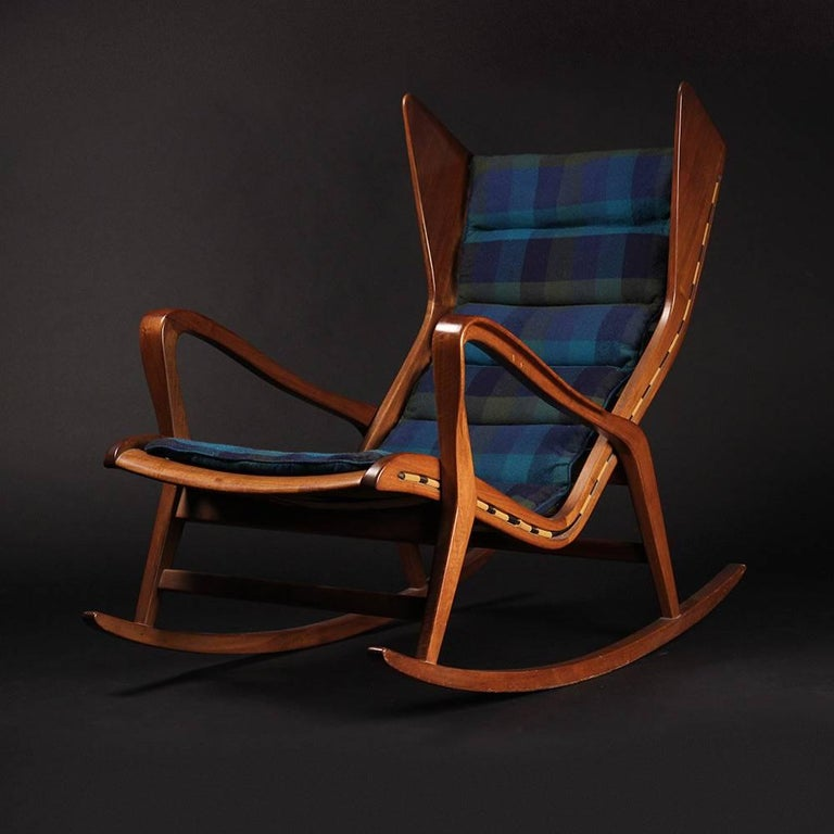 Italian Rocking Chair Model 572 By Cassina In Good Condition For Sale In London, GB