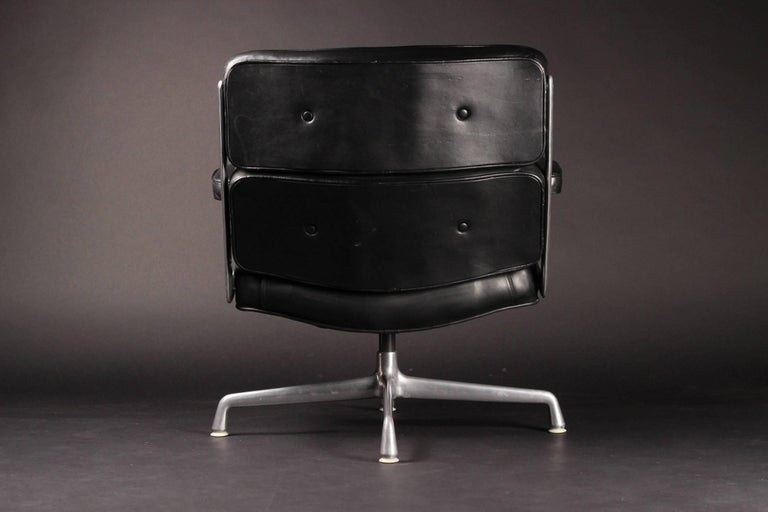 Aluminum Charles & Ray Eames Time Life Lobby Chair