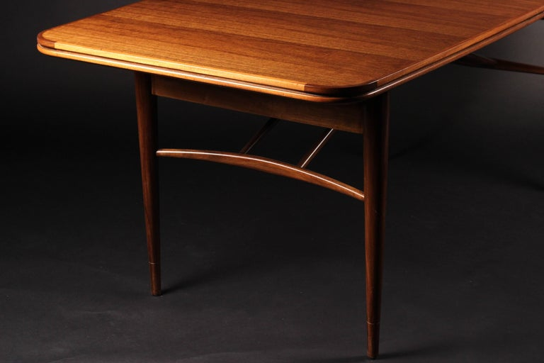 English Mid-Century Modern Dining Table by Robert Heritage for Archie Shine For Sale