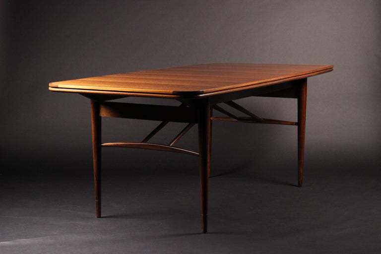 Mahogany Mid-Century Modern Dinning Table by Robert Heritage for Archie Shine For Sale