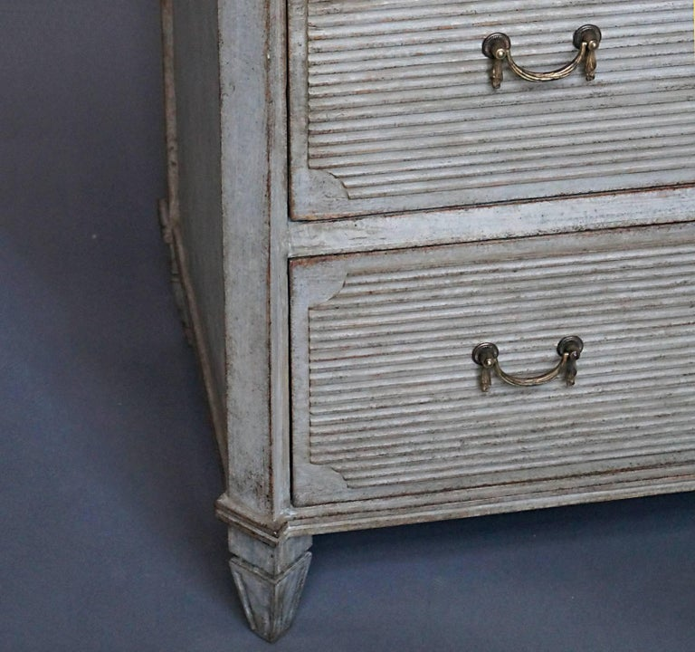 Gustavian Style Chest of Drawers In Excellent Condition For Sale In Sheffield, MA