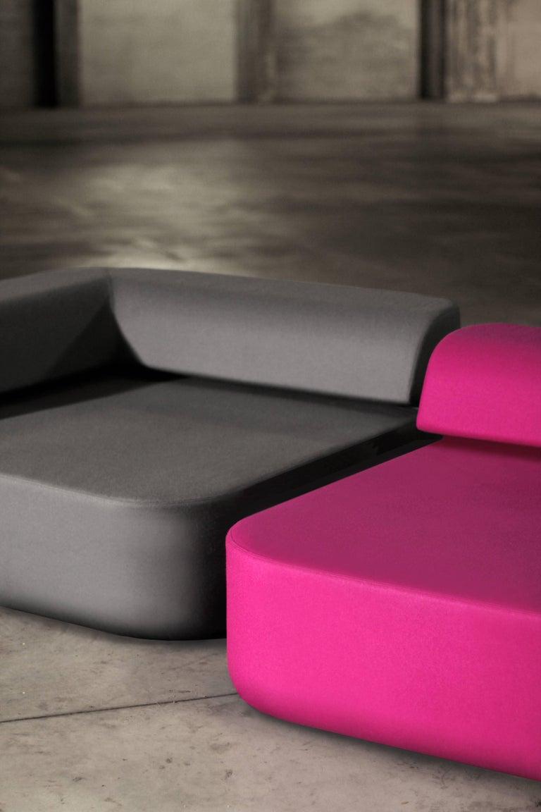 Minimalist Small modern modular lounge Quad sofa in pink For Sale