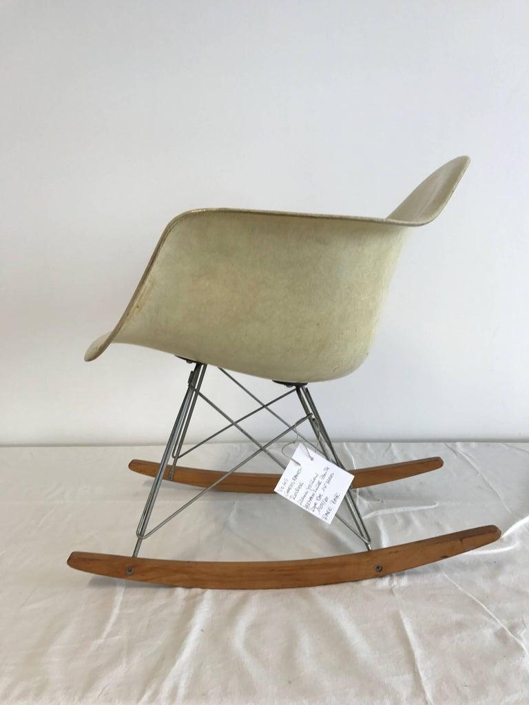 charles eames zenit rar rocker chair first edition rope edge color lemon for sale at 1stdibs. Black Bedroom Furniture Sets. Home Design Ideas