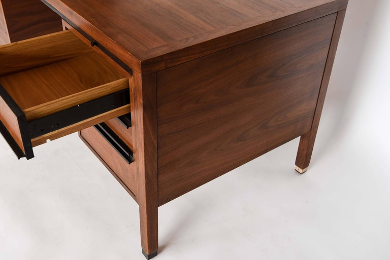 American Directional for Calvin Furniture Co. Attributed to Paul McCobb Midcentury Desk For Sale