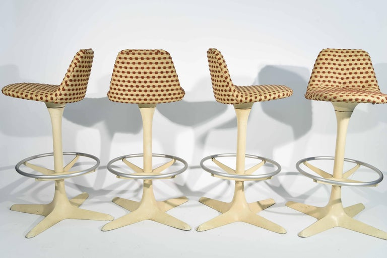 Set of Four Tulip Saarinen Style Swivel Bar Stools 3