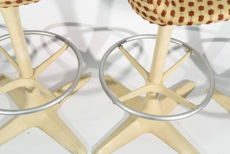 Set of Four Tulip Saarinen Style Swivel Bar Stools 9