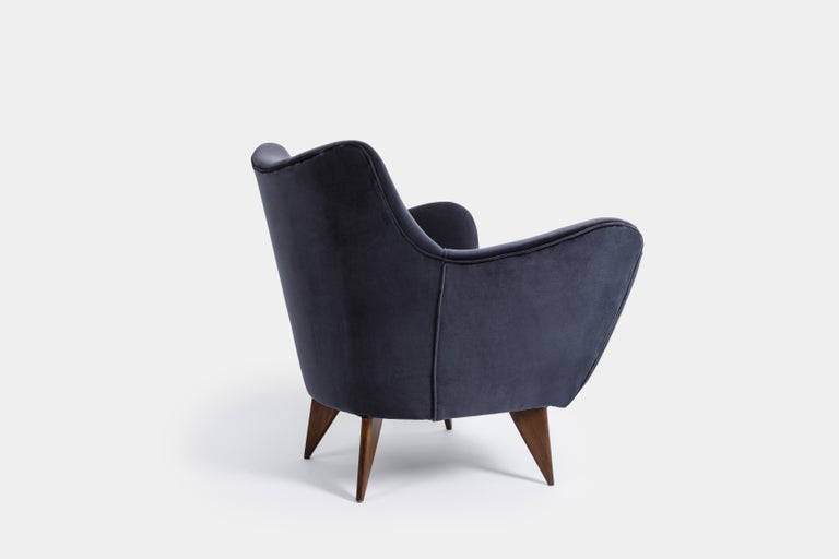 Italian Guglielmo Veronesi for ISA 'Perla' Armchair in Navy Velvet, Italy, 1950s For Sale
