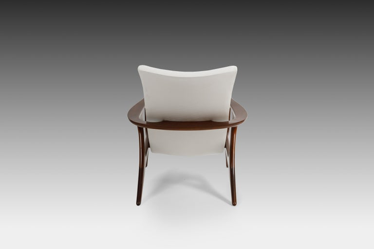 American Early Vladimir Kagan Walnut and White Leather 'Contour' Lounge Chair, USA, 1950s For Sale