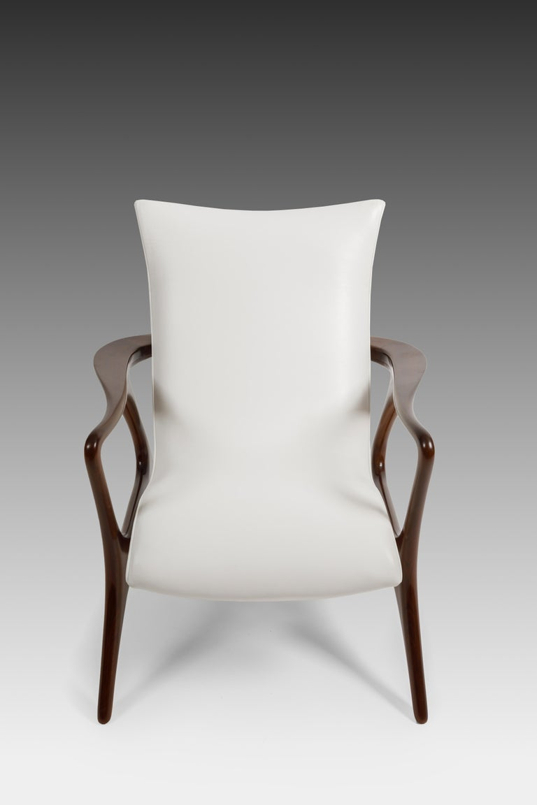 Early Vladimir Kagan Walnut and White Leather 'Contour' Lounge Chair, USA, 1950s In Excellent Condition For Sale In Chappaqua, NY