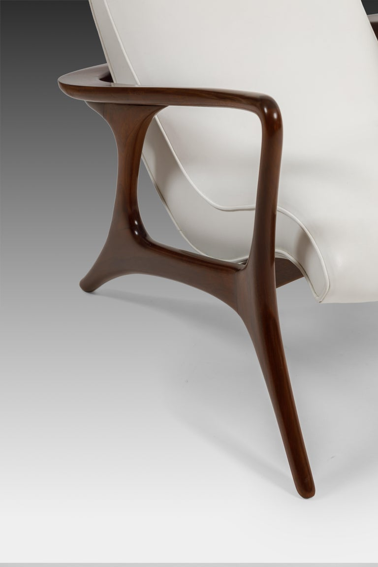 Mid-20th Century Early Vladimir Kagan Walnut and White Leather 'Contour' Lounge Chair, USA, 1950s For Sale