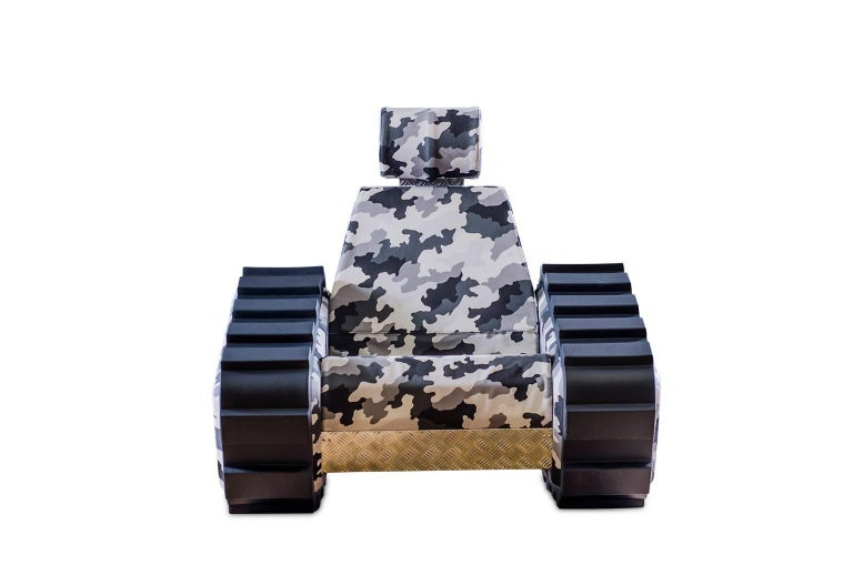 The military symbols turn in to peace messages. An harmless tank that loose his war instinct, that in a funny way become a big cozy seat. Three versions of the Armrest and Girdle personalize the Armychair, for the best expression, of the