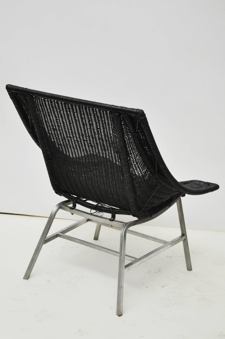 Mid-Century Modern Wicker Chair For Sale 1