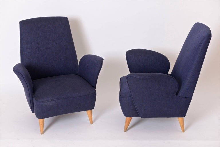 Fabric Pair of Mid-Century Italian Lounge Chairs in the Manner of Nino Zoncada, c.1950 For Sale