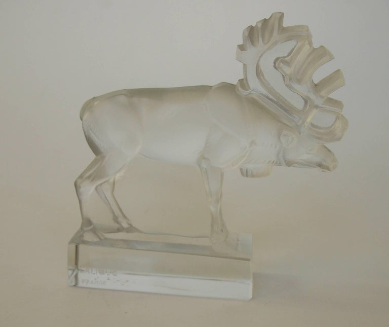 French Art Deco Rene Lalique Signed Renne 'Reindeer' Glass Paperweight 1930s In Good Condition For Sale In London, GB