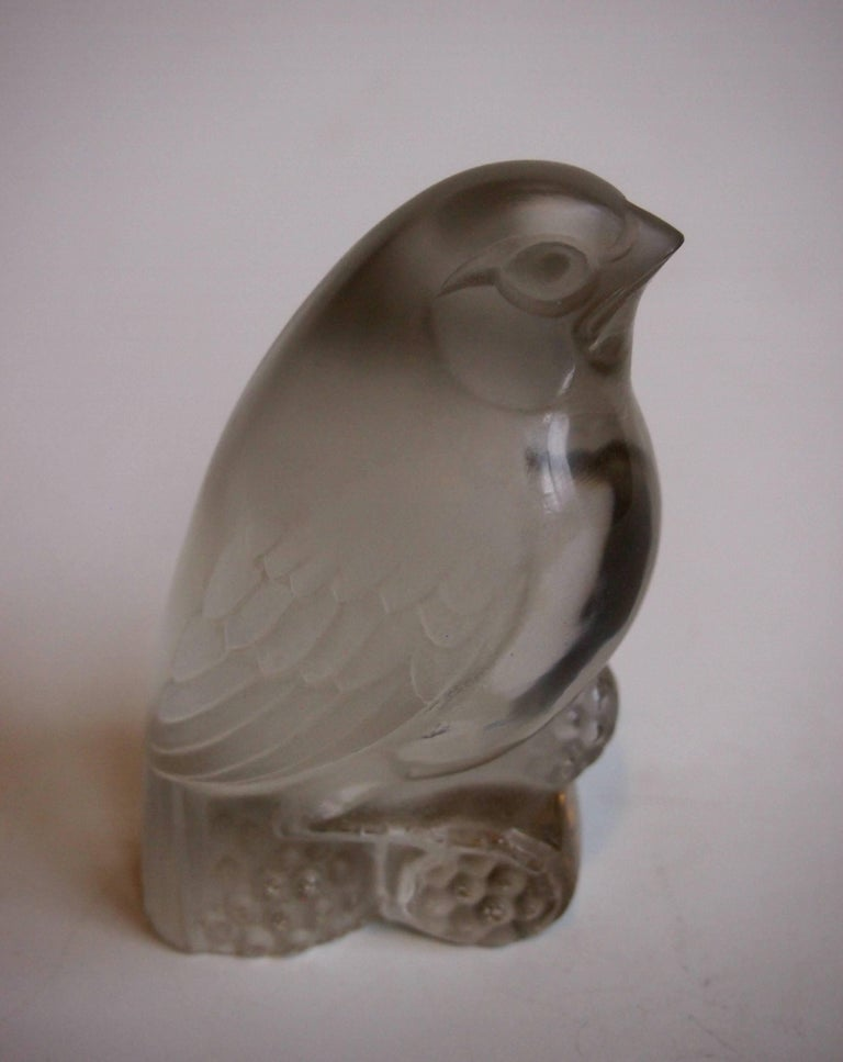 French Rene Lalique Art Deco Belacourt-  Bird Glass Paperweight 1920s In Good Condition For Sale In London, GB